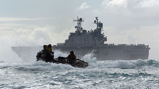 usmc-amphibs-pacific