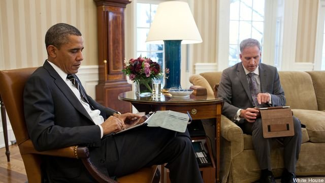 obama-uses-tablet-for-intelligence-briefing