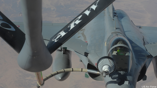 A French aircraft receives fuel in flight from a US Air Force KC-135, February 15, 2013 for Mali operations.