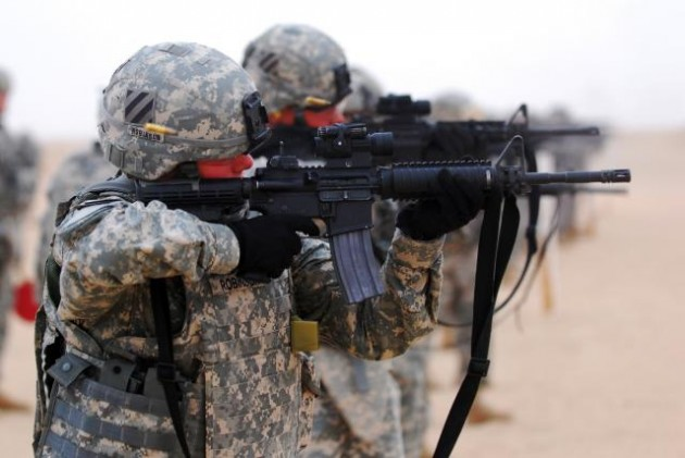Soldiers fire M4 carbines size0-army.mil-55077-2009-11-04-151117