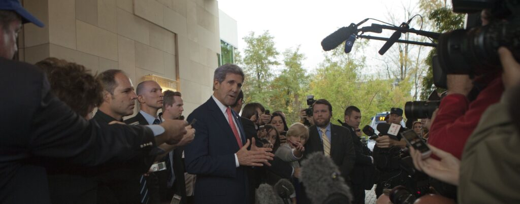 Secretary Kerry arrives in Geneva