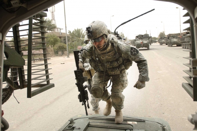 Army soldier with radio entering Stryker - Baghdad -army.mil-2007-05-14-145904
