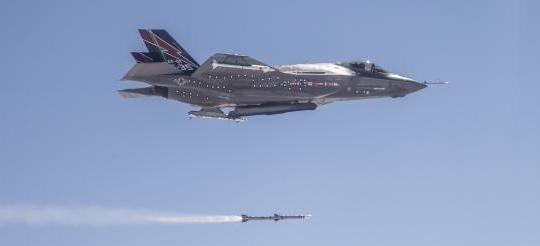 F-35A launches 1st missile AIM-120 C5